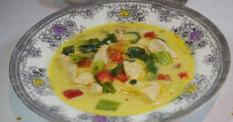 Kyllingsuppe med chili, karri og squash