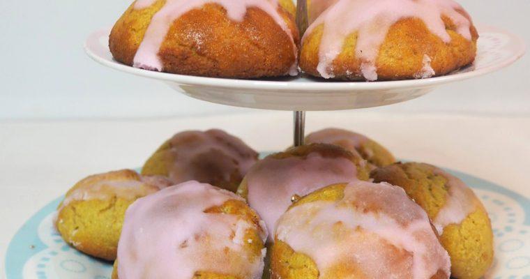 Deilige glutenfrie boller med søt glasur – perfekt som fastelavensboller!