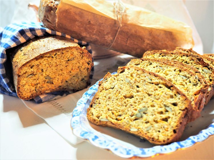 Saftig og godt gulrotbrød ( 2 stk )